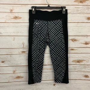 Under Armour Black White Mesh Pattern Crop Legging